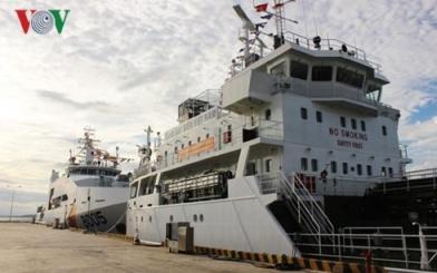 Trao hai máy phát điện giúp cảnh sát biển